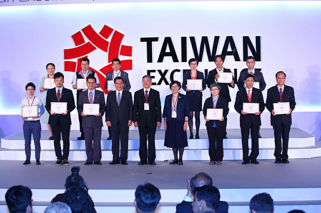 2016年,代表公司去台灣精品獎頒獎典禮領獎的我